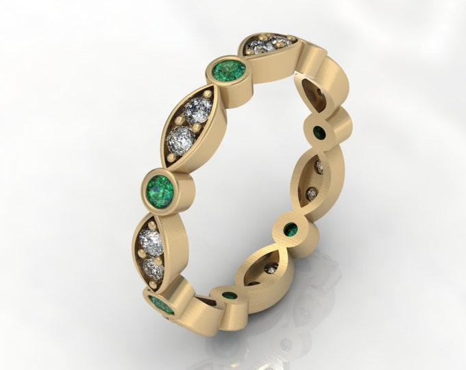 18k Yellow Gold Classic Engagement or wedding band with Diamond and Emerald Item # RFW000-X-284