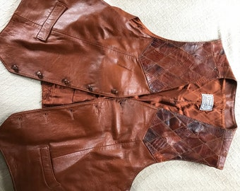 Leather and patchwork leather, this vest is lined light brown and a size 48.