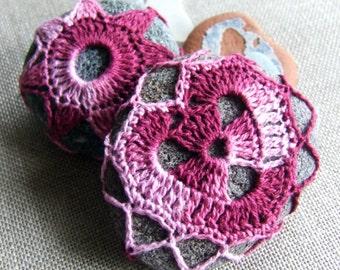 A flower, a heart, burgundy gradient P008