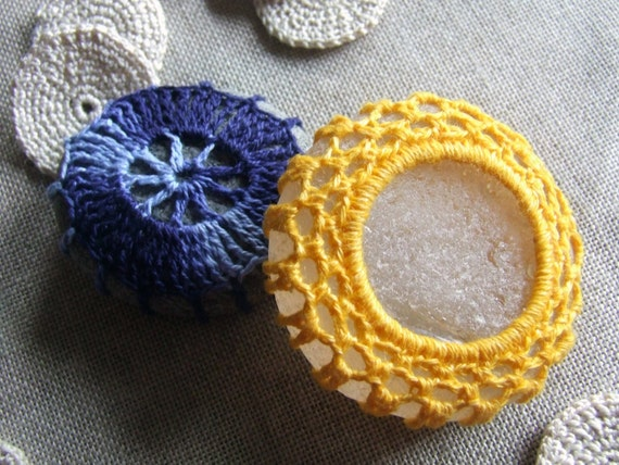 Sole e luna coppia di sassi decorati a tema p060 etsy for Sassi decorati