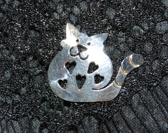 Tiny Vintage Fat Cute Sterling Silver Kitty Feline Smiling Happy Faced Hearts Lazy Cat Tack Pin Brooch #BKB-KBRCH312
