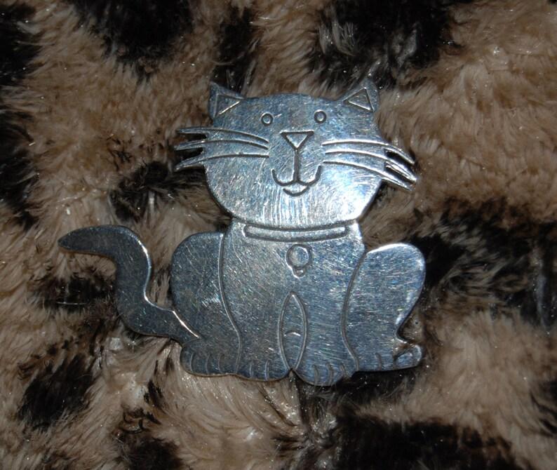 Vintage Fat Cute Sterling Silver Kitty Feline Smiling Happy Faced Furry Fluffy Lazy Cat #BKB-KBRCH166