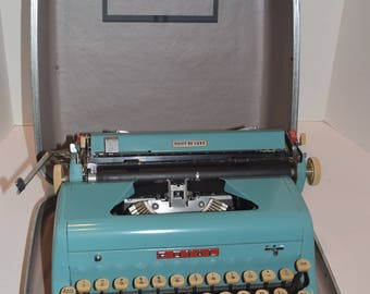 Rare Vintage 1956 Royal Quiet De Luxe Manual Portable Typewriter - Turquoise - Works w/Case