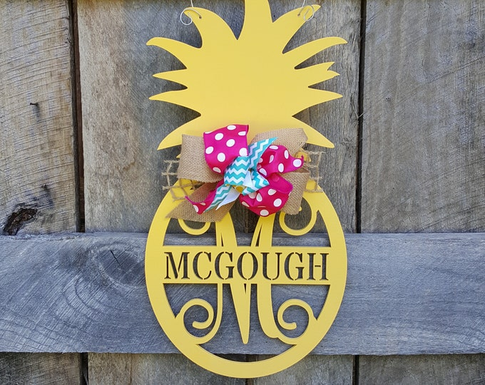Pineapple Door Hanger - Summer Door Hanger - Personalized Door Hanger - Door Decor - Wall Hanging - Personalized Pineapple Wreath - Initial
