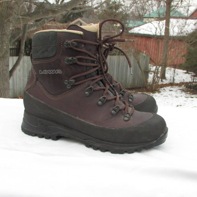 7d85613d5b7 Winter Hiking Boots Size 8.5 Leather Snow Boots Trekking Boots Climbing  Boots Lined Hkers with Treads and Hard Toe, Made in Germany by LOWA