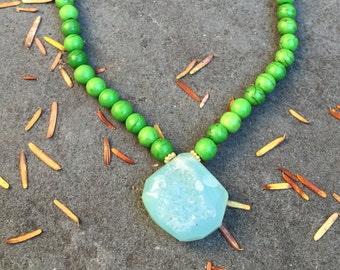 SALE >> Agate Druzy and Dyed Howlite Beads Necklace on a 14K Gold Filled Chain - 30 inches