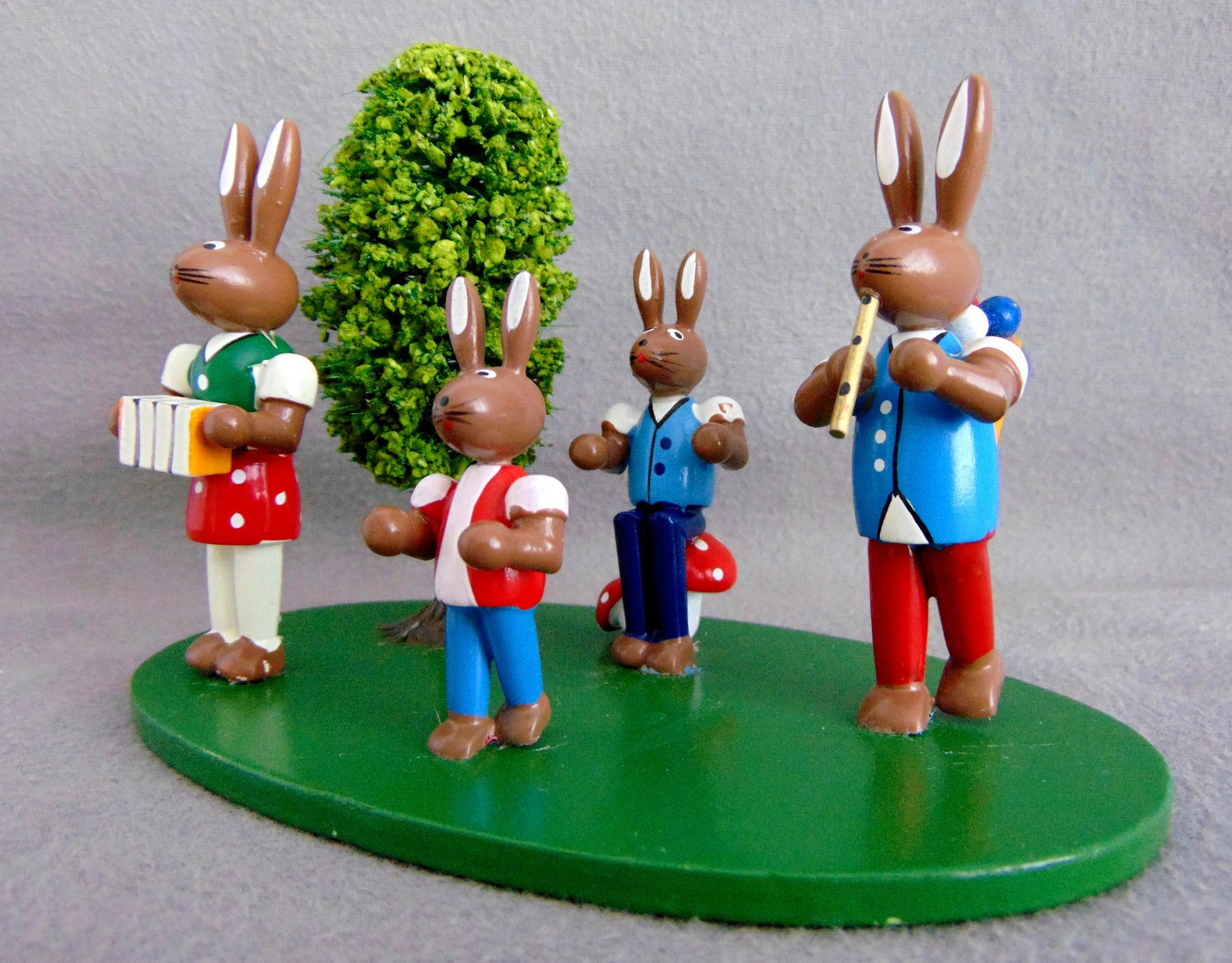 Vintage German Erzgebirge Easter Display Ornament Bunny Family