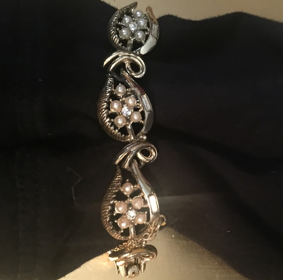 Vintage Coro Gold Link Pearl and Crystal Covered … - image 2