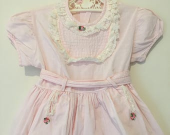 Absolutely stunning 1960s Vintage little girl/toddler party dress with original belt. Approx size 12-18 months.