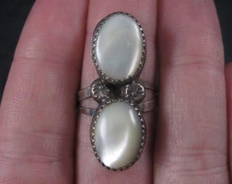 Vintage Southwestern Sterling Mother of Pearl Ring Size 7