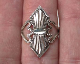 Vintage Sterling Diamond Cut Ring Size 6