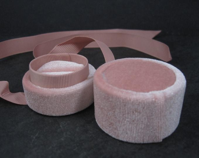 Antique Style Round Pink Velvet Ring Box