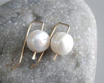 b737fe548 Pearl Drops minimalist earring - Pearl gold earrings - 14K gold Pearl  Earrings - White Pearl Earring - Bridal Jewelry - June Birthstone