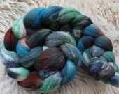hand dyed Shetland top, Rainbow No 322, roving for spinning and felting 120gr