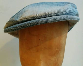 Peaked cap made of jeans