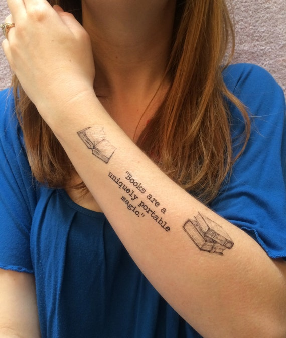 Wall Tattoo Bookworm