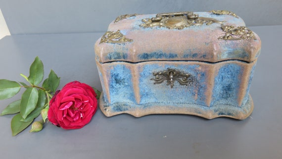 Antique blue silk /& velvet lined brooch box by James Managan Cork