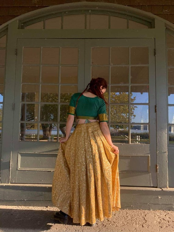 Vintage Yellow Gold skirt with Floral Baroque styl
