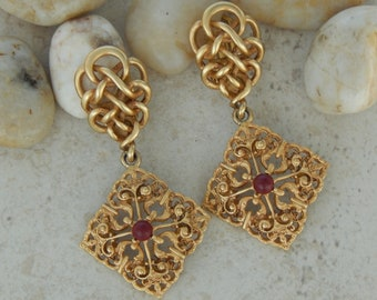 great model Donna vintage earrings