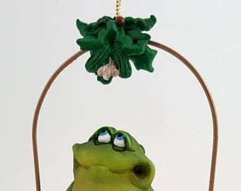 Doug Harris Adorable Christmas Frog Toadilly Yours under the mistletoe CUTE MIB