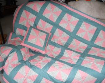 Pinwheel Quilt with matching pillow
