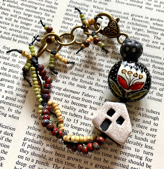 Tulip Bracelet, Hand Painted Beaded Bracelet, House Bracelet, Red Beaded Bracelet, Seed Bead Bracelet, Waxed Linen Bracelet