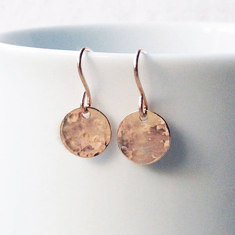 modern simple everyday dimple earrings small rose gold vermeil dangle drop Hammered rose gold disc earrings minimal dainty circle jewelry