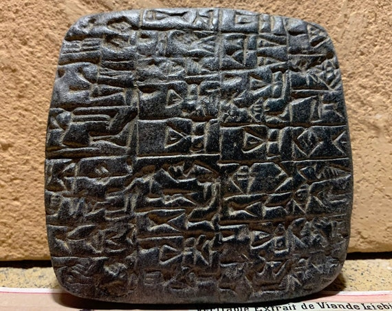 Sumerian cuneiform tablet - Shuruppak city property document. Ancient writing
