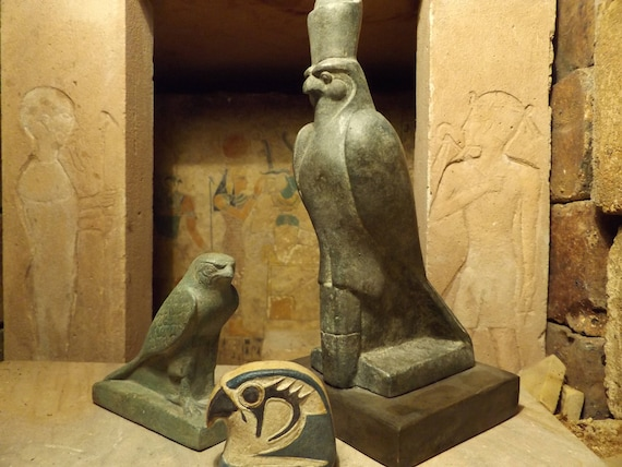 Egyptian statue set - Horus the sky god. 2 figures + amulet. Egyptian art / sculpture