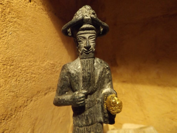 Mesopotamian statue replica of the deity Inshushinak - Susa Elamite Sumerian sculpture - 'The god with the golden hand'
