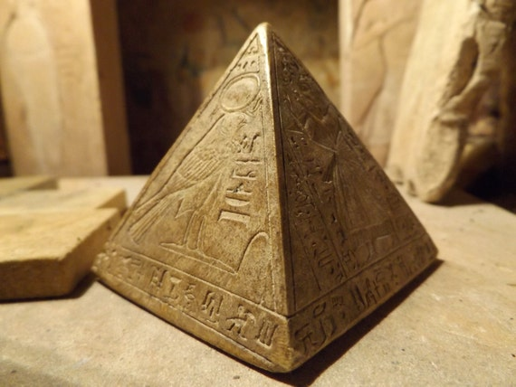 Egyptian statue Pyramid / Pyramidion featuring the sun god Ra and adoratore