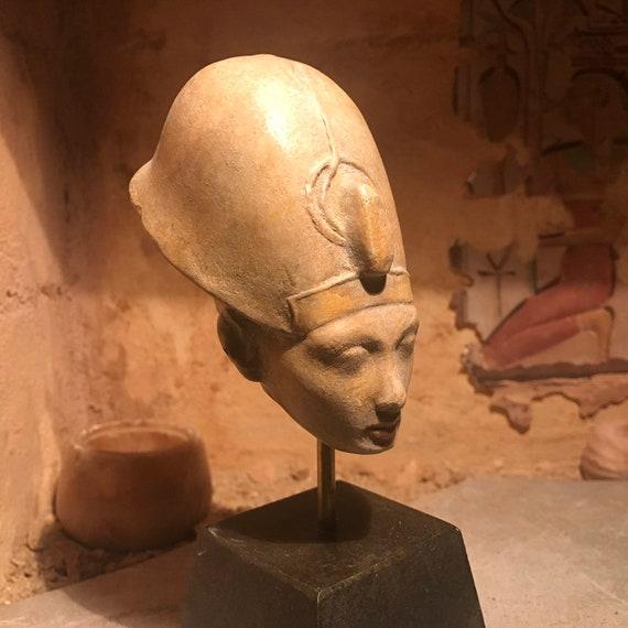 Egyptian statue fragment of King Ankheperure Nefertiti  Akhenaten