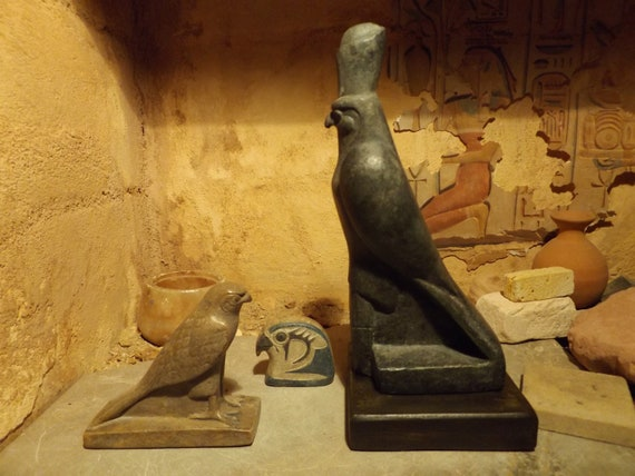 Egyptian statue set - Horus the sky god. 2 figures + amulet. Egyptian art / sculpture