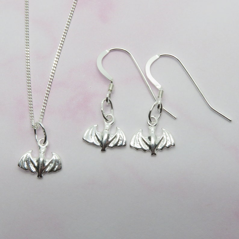 Sterling Silver 925 Bat Necklace /& Earrings Set Small Halloween Charms With Diamond Cut Curb Chain