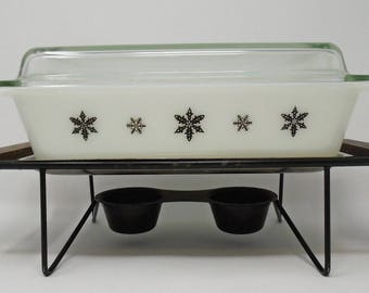 Rare Gaiety Snowflake Black & White Space Casserole Dish and Stand Deep