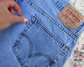 Sz 34x32 Vintage Levis 560 Jeans Comfort Fit Tapered Leg 90s Red Tab Denim Jeans Faded and Distressed