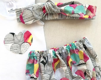 Baby Bloomers, Singlet and Headband Set. Size 0000-1. Baby Girl Clothes. Nappy Cover. Baby Shower Gift. Baby Gift Set. Pink Abstract Fabric