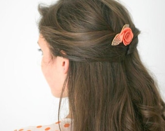 Simple coral and gold felt flower hair clip  for women that is loved as a wedding hair accessory by bridesmaids and wedding guets