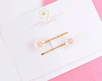 Daisy flower and gold hair grips in a set of two       Perfect occassion hair accessories