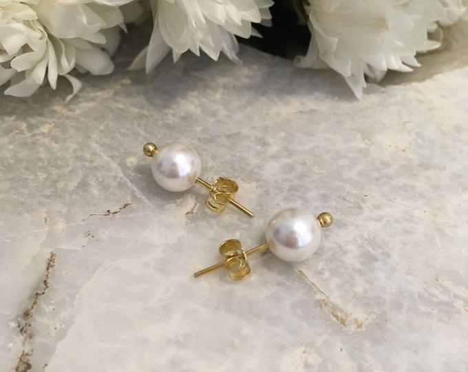 White shell pearl stud earrings