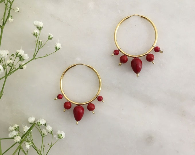 Red shell pearl hoop Orientale earrings