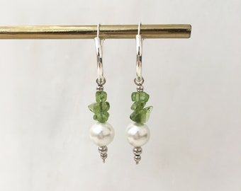 Green quartz and white shell pearl hoops