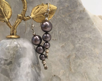 Grey shell pearl earrings