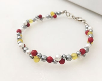 Red and yellow agate, shell and hematite cluster bracelet