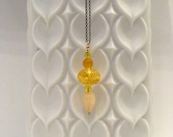 Yellow quartz, agate and beige jade pendant