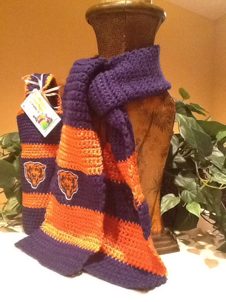 Team Spirit Collegiate scarf and wine carrier image 0