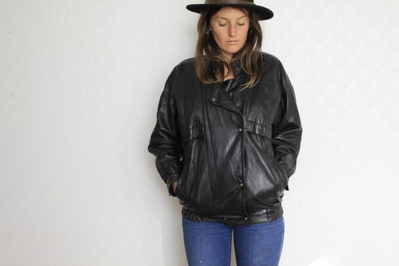 black leather bomber jacket // vintage classic uni