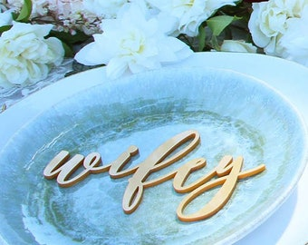 wifey and hubby : wedding place cards / place settings