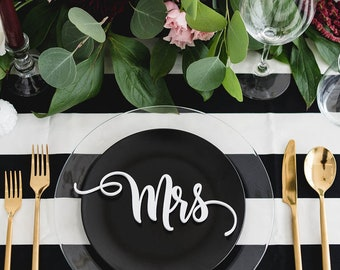 mr and mrs : wedding place cards / place settings