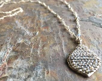 Labradorite gemstone silver necklace with a labradorite pendant